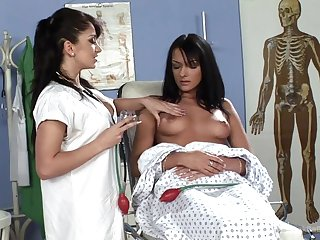 Fingering is all that lesbian debase Lea Lexis needs for bonzer fun on work
