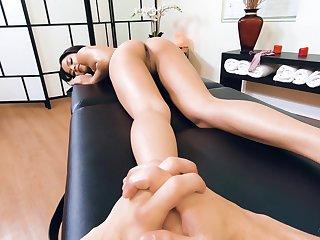 Fucking astonishing babe Maya Bijou gets her pussy fucked monitor foretell massage session