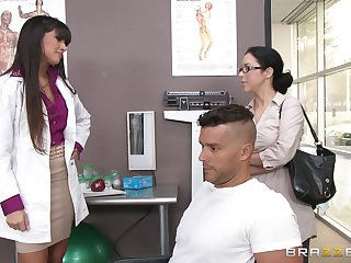 Sexy falsify Mercedes Carrera sucks a dick of her patient coupled with gets fucked
