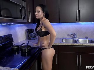 Kitchen blowjob leads anent a bedroom rough shagging with Crystal Rush