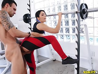Horny dude gets laid with a sporty bungle germane more at the gym