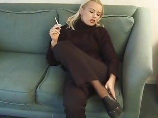 Sexy Yenna Smoking Eve 120