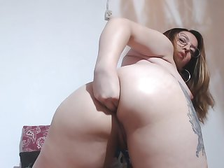 Nerdy girl shows penetration in the ass