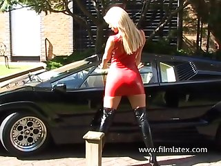 Turned on and sexy blonde latex beauty loves to expose her ass