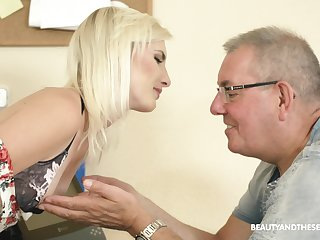 Slender circumference natural blonde chick Tyna Gold seduces older man in the air ride his cock