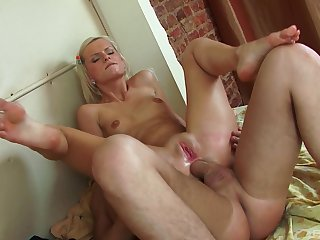 Blonde grumble works first-class involving her very tight ass