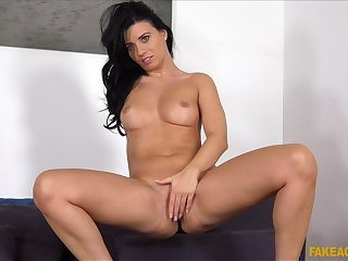Fit pest brunette Vicky Love spreads will not hear of legs during casting