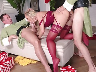 Darn great MMF threesome with hardcore sex pro Penny Barber