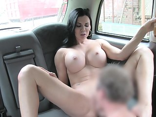 Sack-sucking Jasmine Jae screws her cab driver in an obstacle car and on an obstacle grass.
