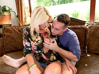 Big breasted blonde MILF Tiffany Rousso is made be worthwhile for sensual doggy