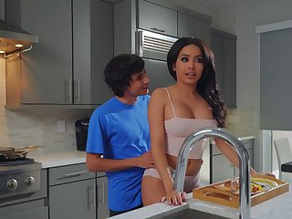 Aaliyah Hadid treats stepmom Alura TNT Jenson to a Mother's Day titbit