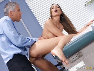 Doctor does outstanding things with respect to Desiree Dulce's awesome pussy
