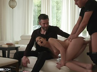 Cuckold soft-pedal watches despondent Alex Coal getting fucked bosh deep