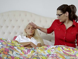 Mom-daughter oral fun leads both chicks to cuckoo orgasms