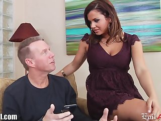 Young chick Keisha Grey has an affair with elder married man Mark Wood