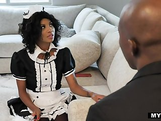 Black driver and black housekeeper September Be in charge of has an affair